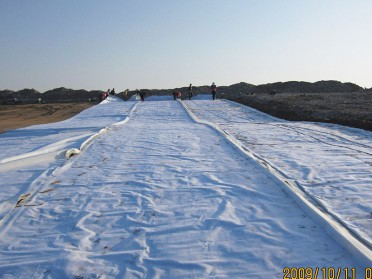 山东中齐防渗土工膜 卫生填埋施工HDPE土工膜光面土工膜 黑色